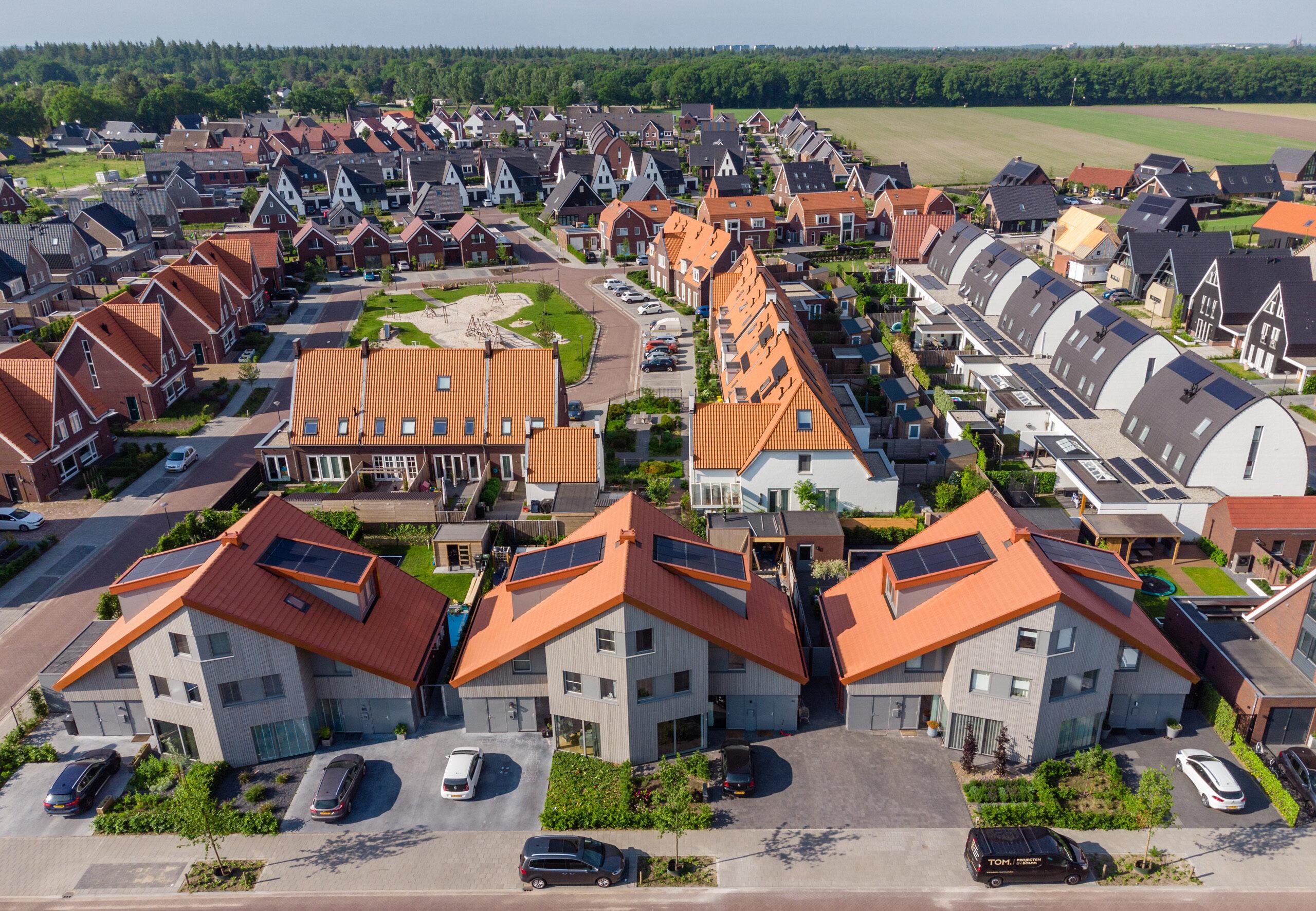 Helmond Mierlo Hout PV panelen zonnepanelen warmtepomp houten gevel baksteen Brabant landschap
