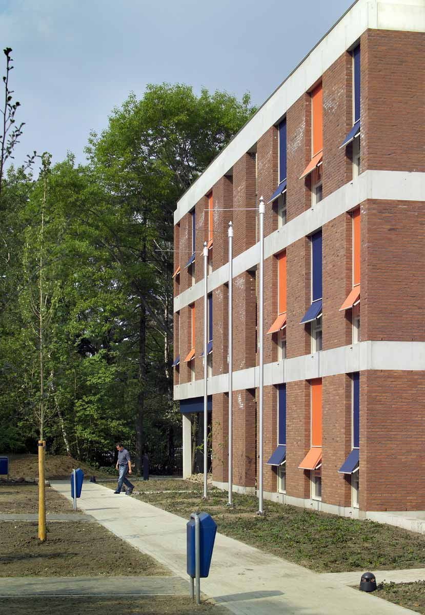 Helmond Pabo Leraren basisschool primair onderwijs metselwerk loopbrug Burobas houten kozijnen opleiding uitbreiding