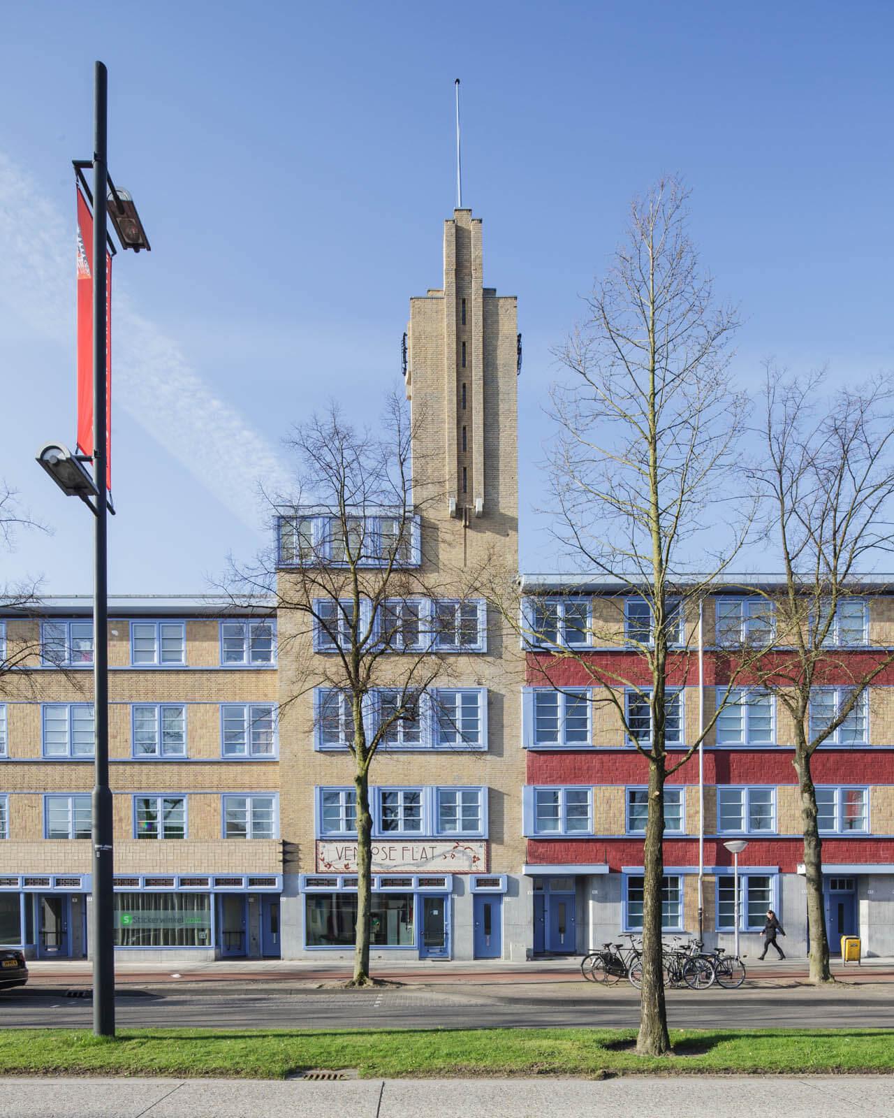 Eindhoven restauratie woningbouw maisonettewoning boilertoren monument Philips Mathildelaan PSV TAC Van der Mey Amsterdamse School fabriek sigarenfabriek schoorsteen