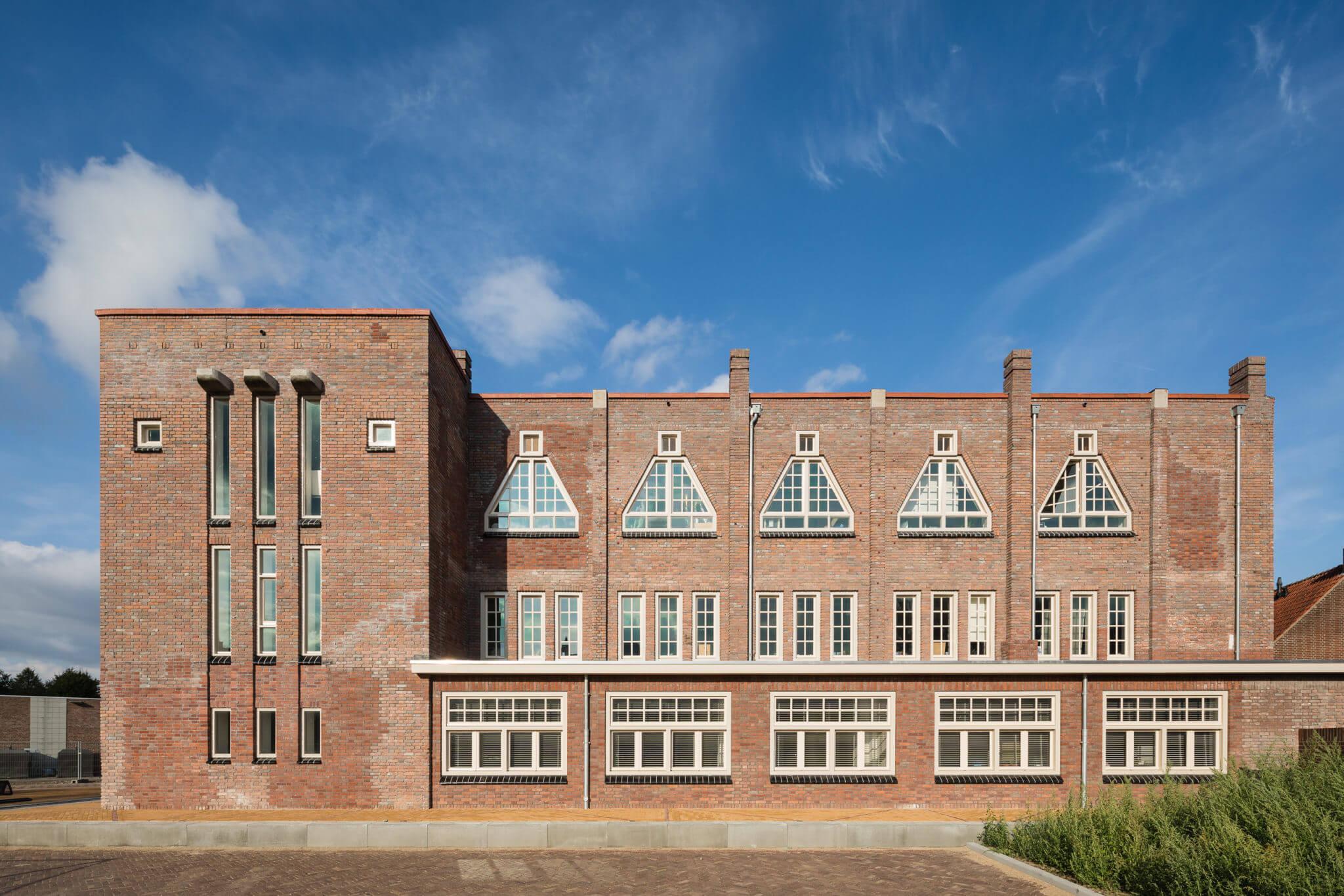 Parochie Helmond Haagje Ambachtscentrum ambacht Rijksmonument traditie bijzonder metselwerk Brabant RAL 2000 back to basic