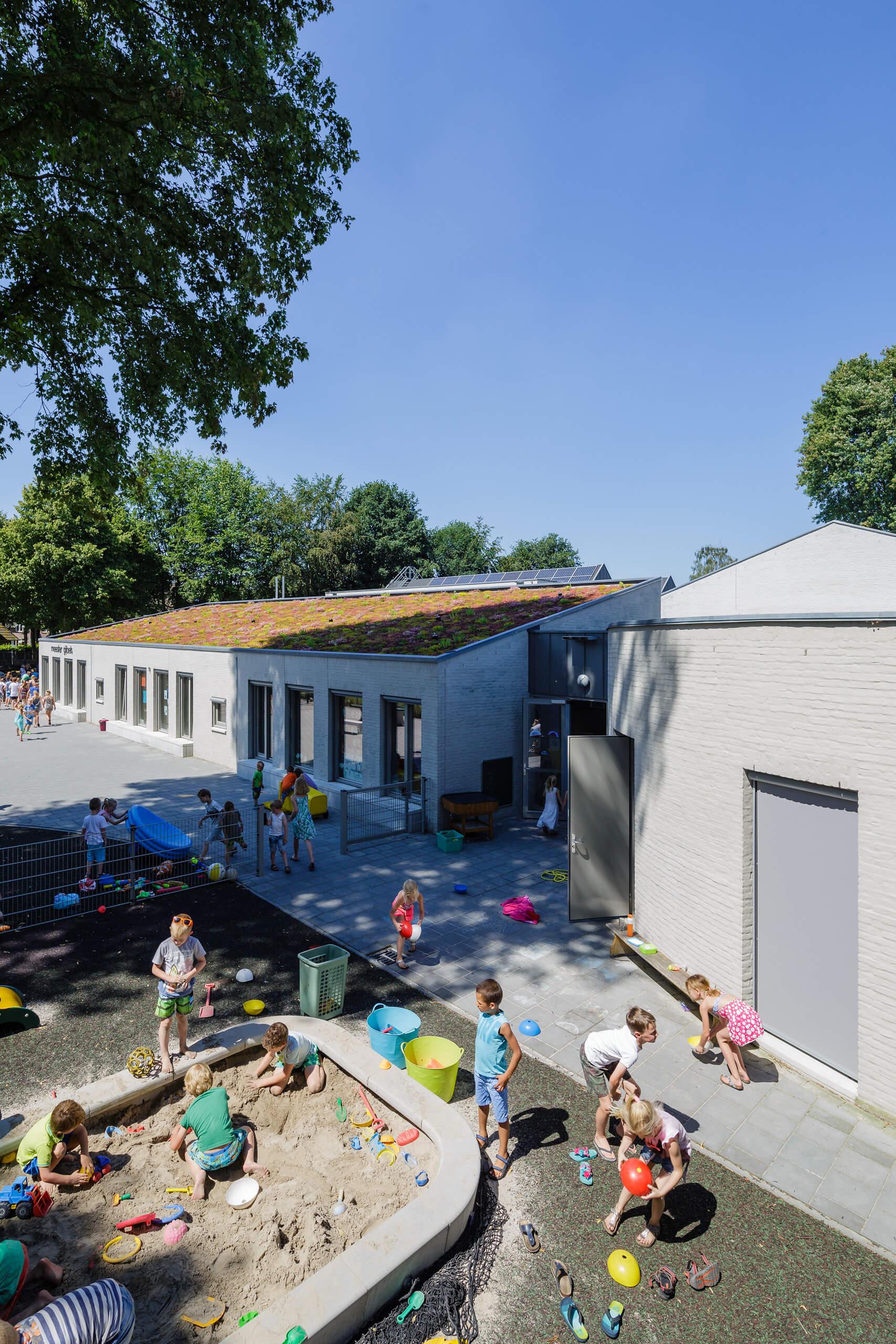 basisschool Knegsel Eersel Eindhoven Brainport onderwijs spanten hout metselwerk staal groendak sedumdak keimwerk