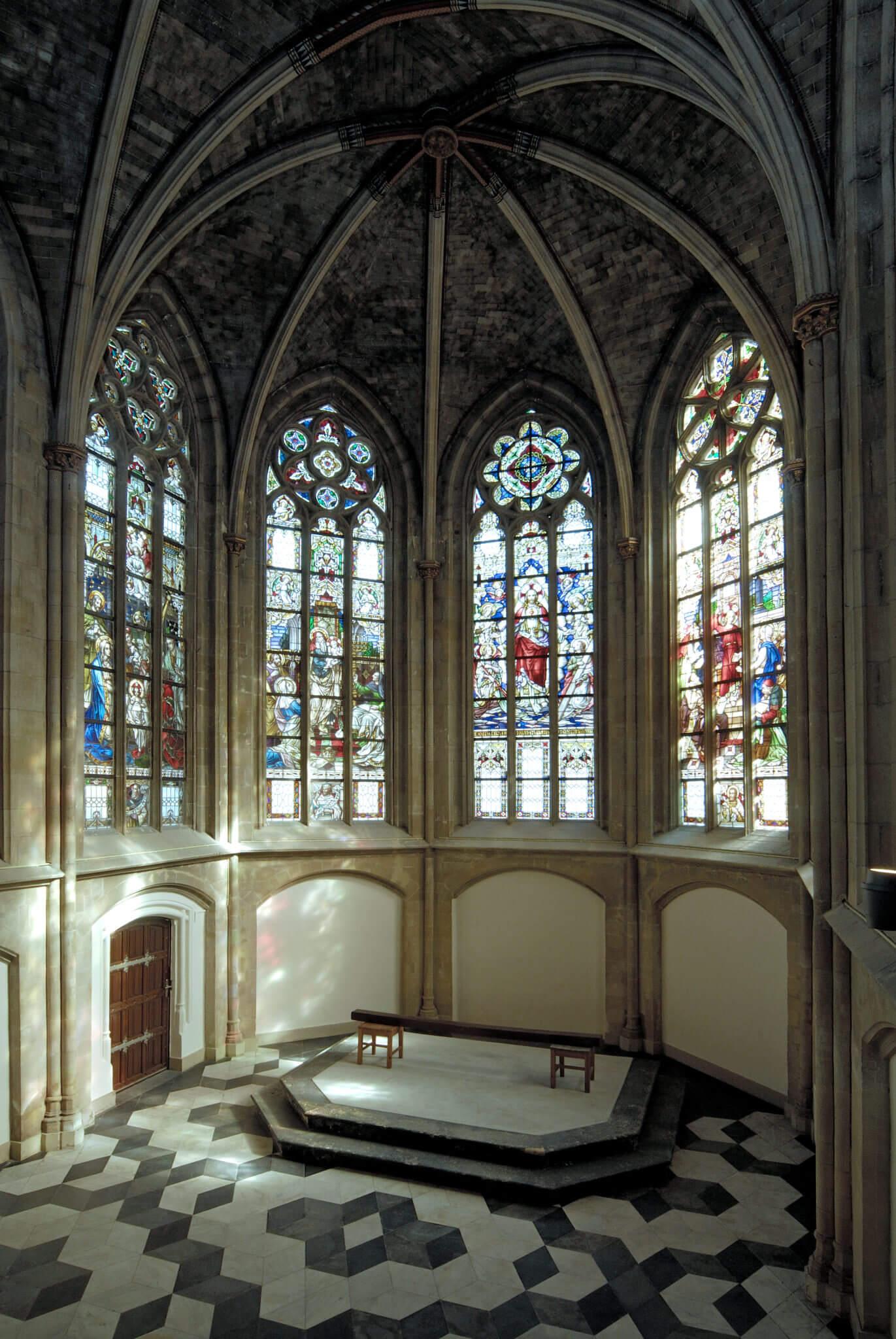 Maastricht monument beschermd stadsgezicht transformatie herbestemming Limburg glasdak stedenbouwkundige inpassing stadswal