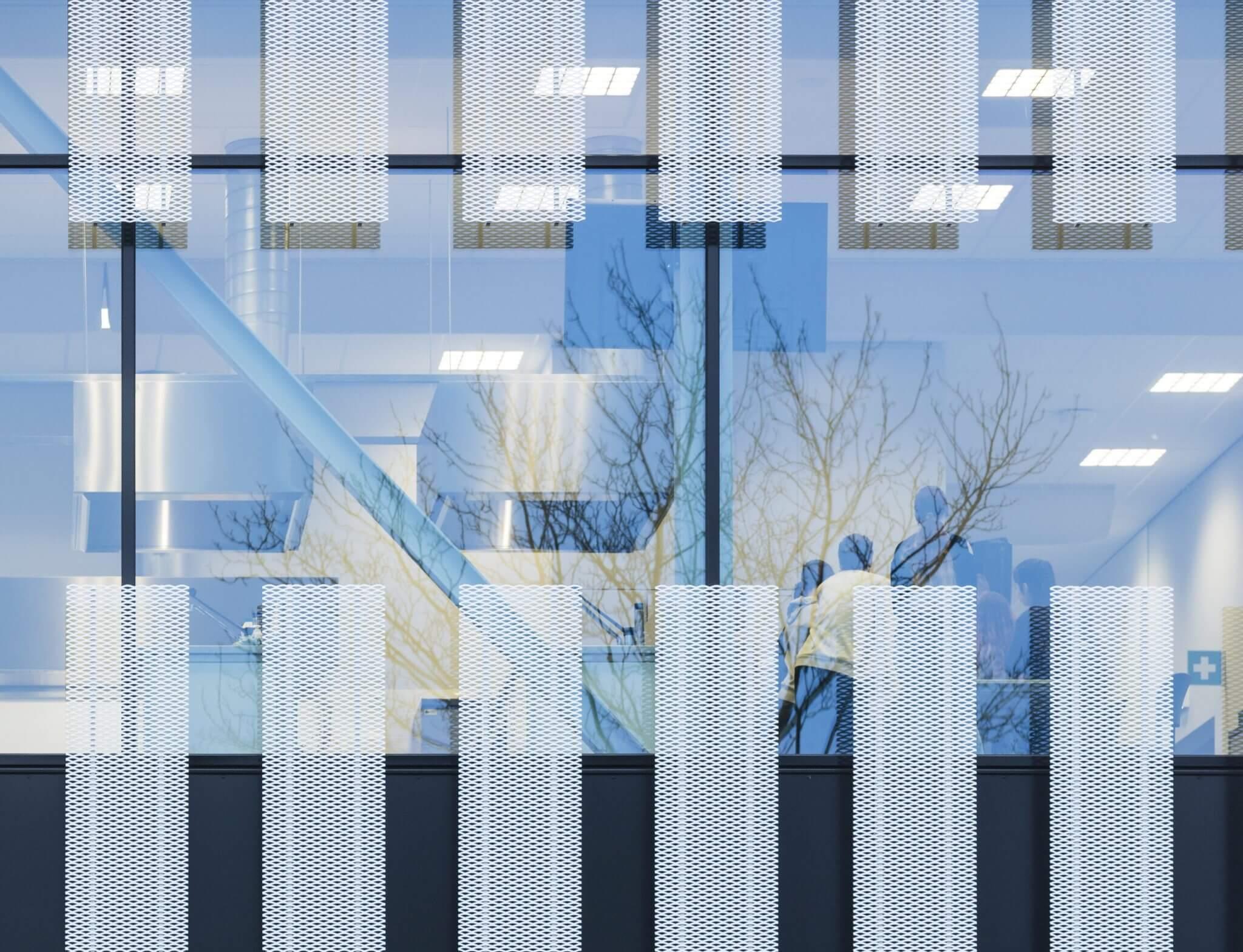 Tilburg Campus 013 OGT VMBO-K Stappegoor hoogwaardig binnenklimaat energieprestatie onderwijsbudget leerlijn ROC alzijdig split-level flexibiiteit techniek horeca zorg welzijn groen dierverzorging economie handel logistiek loopbrug kas entreehal licht lucht modulair specials strekmetaal oranje verbindingsgang frisse scholen duurzaam toekomstbestendig