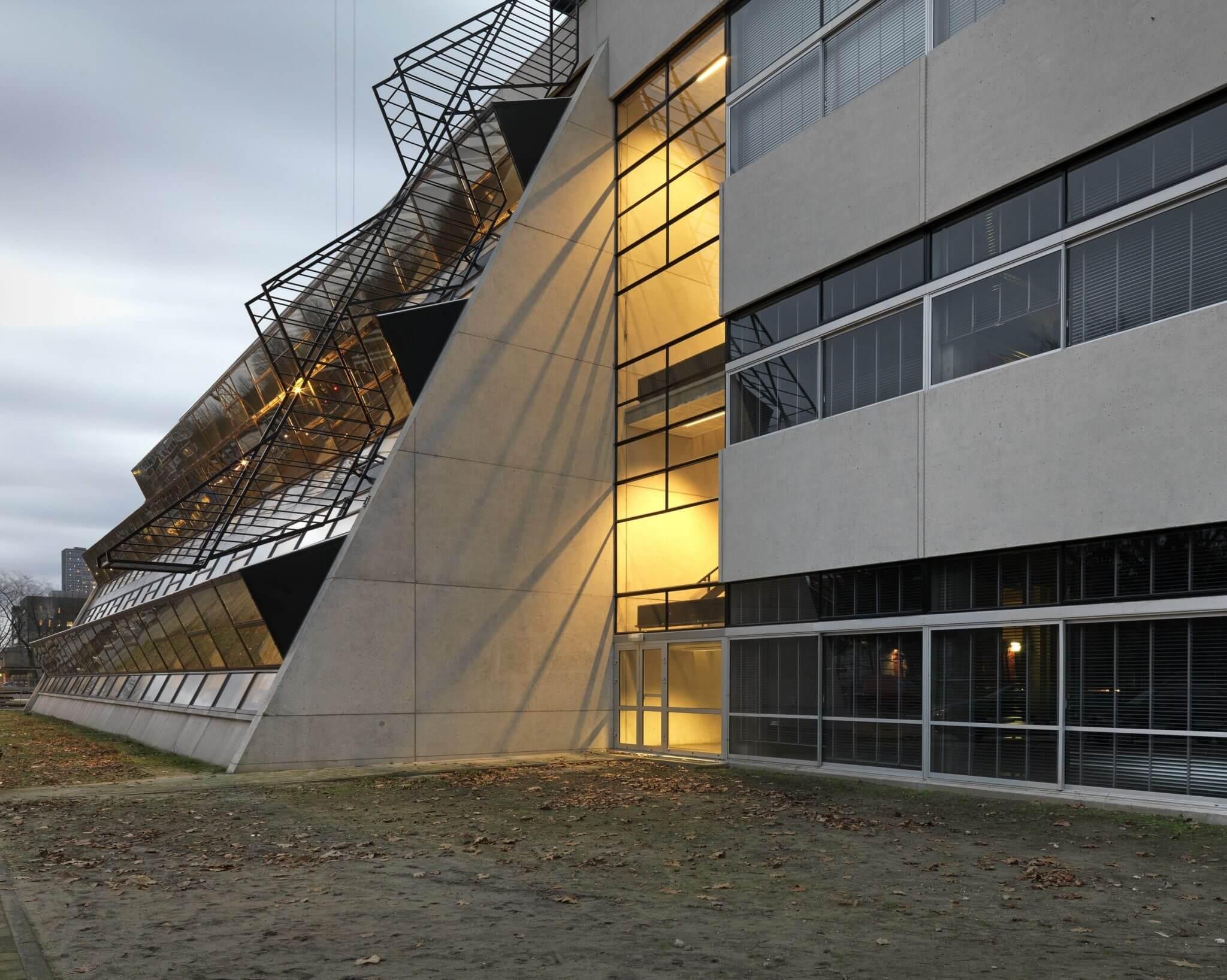 Tilburg Maaskant Euromast Provinciehuis monument beton brut brutalisme Tilburg University schoonwerk beton stalen kozijnen Kunstacademie tekenacademie academie van bouwkunst avb kunstwerk spronken