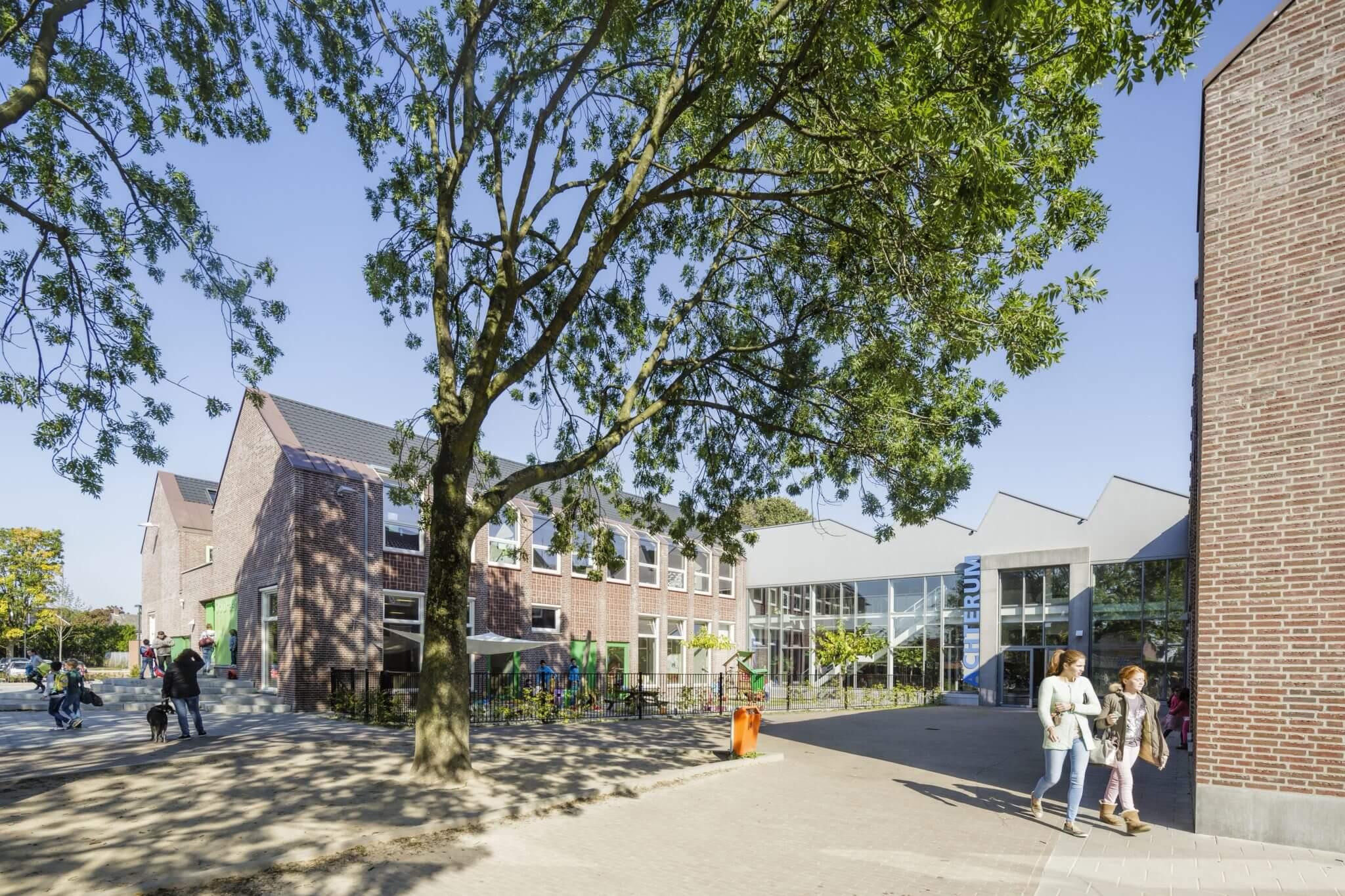 MFA multifunctioneel basisschool Veldhoven Brainport accomodatie Veldvest BAM gymzaal buurtfunctie GPR frisse scholen vleermuizen klokketoren logopedie kinderdagverblijf opvang peuter dorp fabriekje gezond regenwater duurzaam